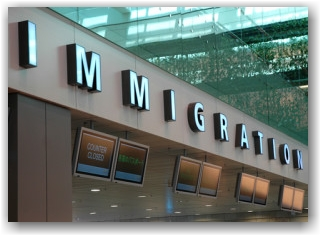 Immigration_dreamstime_xs_5361678 (2)